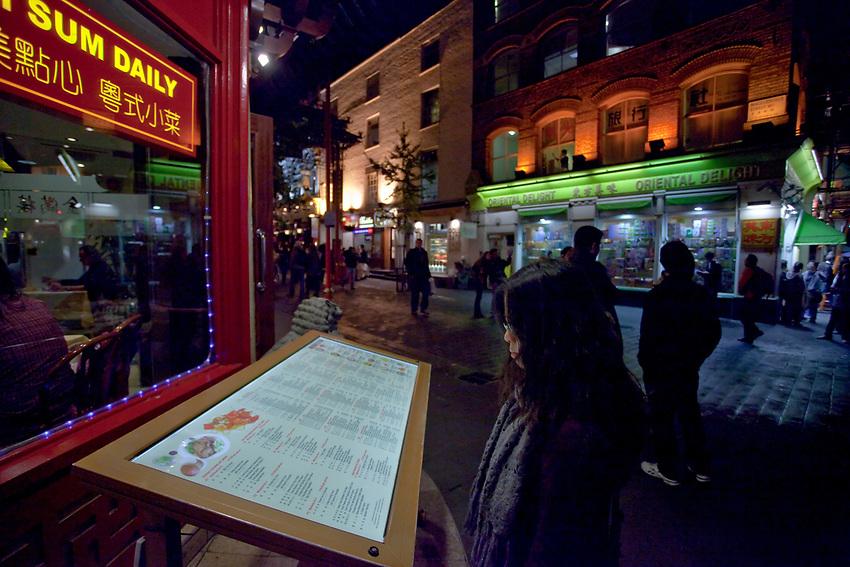 Londyn, 2009-10-23. Restauracja w  chińskiej dzielnicy, Soho.