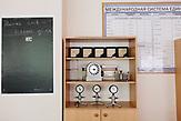 physikalische Instrumente an der Grundschule in Karinskoje, 70 km westlich von Moskau. / Alexander Yadrin in Karinskoye school