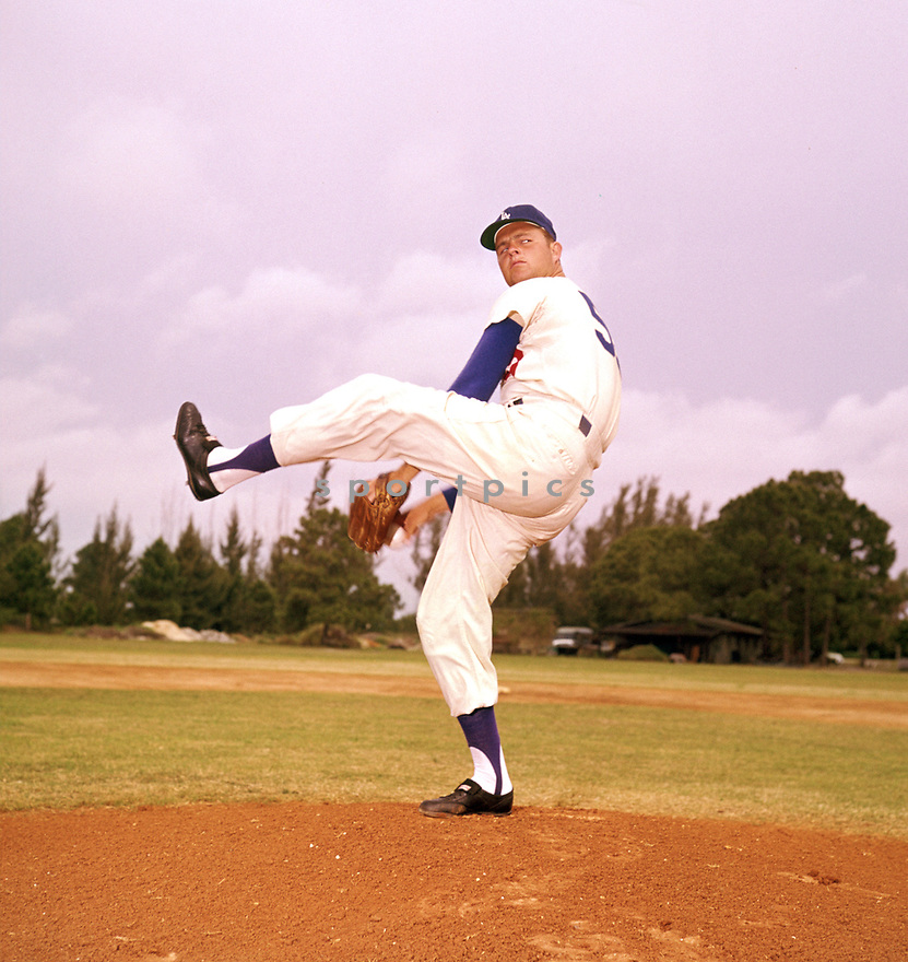 Los Angeles Dodgers Don Drysdale (53) portrait for his 1960 season with the Los Angeles Dodgers.  Don Drysdale played all 14 years with the Dodgers, was a 9-time All-Star and was inducted to the Baseball Hall of Fame in 1984.(SportPics)