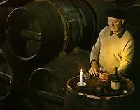 Europe/France/Poitou-Charentes/16/Charente/Cognac: Dégustation par le Maître de chais, chez Otard dans les Chais à barriques du Château de Cognac