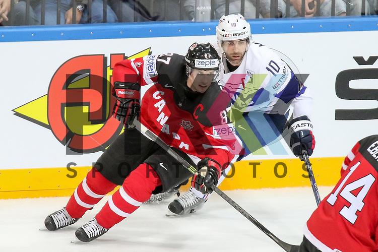 Frankreichs Meunier, Laurent (Nr.10) im Zweikampf mit Canadas Crosby, Sidney (Nr.87)  im Spiel IIHF WC15 France vs Canada.<br /> <br /> Foto &copy; P-I-X.org *** Foto ist honorarpflichtig! *** Auf Anfrage in hoeherer Qualitaet/Aufloesung. Belegexemplar erbeten. Veroeffentlichung ausschliesslich fuer journalistisch-publizistische Zwecke. For editorial use only.