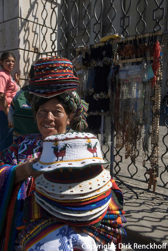 Guatemala, Händlerin vor der Kathedrale in Guatemala-City