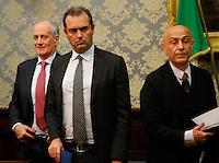 Luigi De Magistris, sindaco di Napoli Franco Gabrieli Capo della Polizia Marco Minniti, ministro dell Interno durante la conferenza stampa tenuta dopo ilComitato Provinciale Ordine e Sicurezza nella Prefettura di Napoli