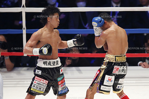 (L-R) Naoya Inoue (JPN), Warlito Parrenas (PHL), DECEMBER 29, 2015 - Boxing : WBO Superfly weight title bout at Ariake Coliseum, Tokyo, Japan. Naoya Inoue won by TKO after 2nd rounds. (Photo by Yusuke Nakanishi/AFLO SPORT)