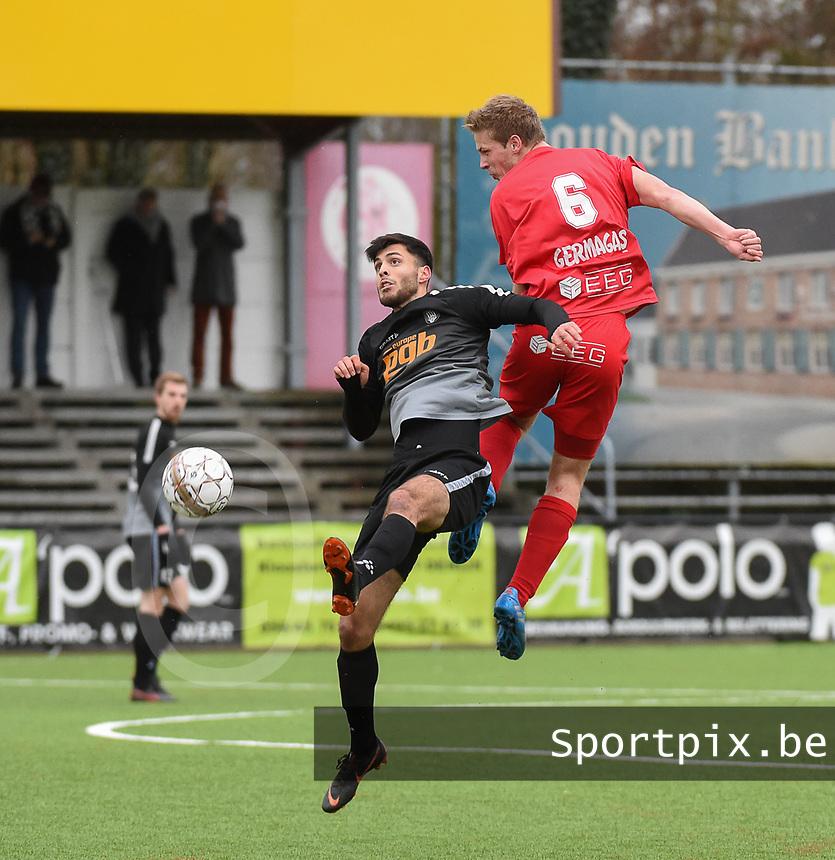 FC GULLEGEM - RC GENT :<br /> Lauden Hugelier (R) wint een kopbalduel van Mohammad Jabae Zada (L)<br /> <br /> Foto VDB / Bart Vandenbroucke