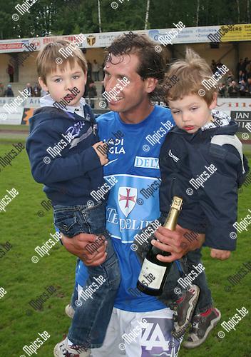 2010-05-02 / voetbal / seizoen 2009-2010 / KV Turnhout-KSK Ronse / Aanvoerder Gunther Loyens .