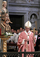 Papa Francesco celebra una messa in occasione dell'apertura della Porta Santa della Basilica di San Giovanni in Laterano a Roma, 13 dicembre 2015.<br /> Pope Francis celebrates a mass on the occasion of the opening of the Holy Door of St. John Lateran's Basilica in Rome, 13 December 2015.<br /> UPDATE IMAGES PRESS/Isabella Bonotto<br /> <br /> STRICTLY ONLY FOR EDITORIAL USE