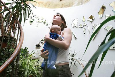 Genèvel, le 15.05.2007.Squat Rhino, Johana et sa fille.© J.-P. Di Silvestro..