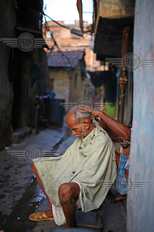 A street barber at work in Kolkata.