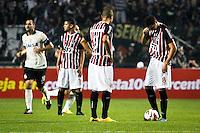 SÃO PAULO,SP,17 JULHO 2013 - FINAL RECOPA SUL-AMERICANA - CORINTHIANS x SÃO PAULO - jogadores  do São Paulo apos gol do Corinthians durante partida entre Corinthians X São Paulo em jogo válido pela final da Recopa no Estádio Paulo Machado de Carvalho (Pacaembu) na noite desta quara feira (17).FOTO ALE VIANNA - BRAZIL PHOTO PRESS.