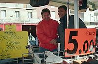 Milano, mercato rionale di viale Papiniano. Venditori immigrati asiatici --- Milan, local market in Papiniano street. Asian Immigrants sellers