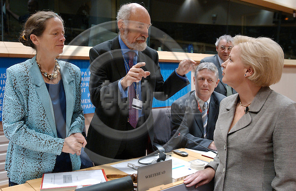 Brussels-Belgium - October 07, 2004---Hearing of European Commissioner Designate Ingrida UDRE (Latvia), designated to be in charge of 'Taxation and Customs Union' within the future 'Barroso team', at the European Parliament's joint Committees on 'Economic and Monetary Affairs' and 'Internal Market and Consumer Protection'; here, the Commissioner (ri) at the beginning of the meeting talking with the two chairpersons of the committees, MEP Pervenche BERES (Berès)(PES, FR, ECON)(le) and MEP Phillip WHITEHEAD (PES, UK, IMCO)(2.le)---Photo: Horst Wagner/eup-images