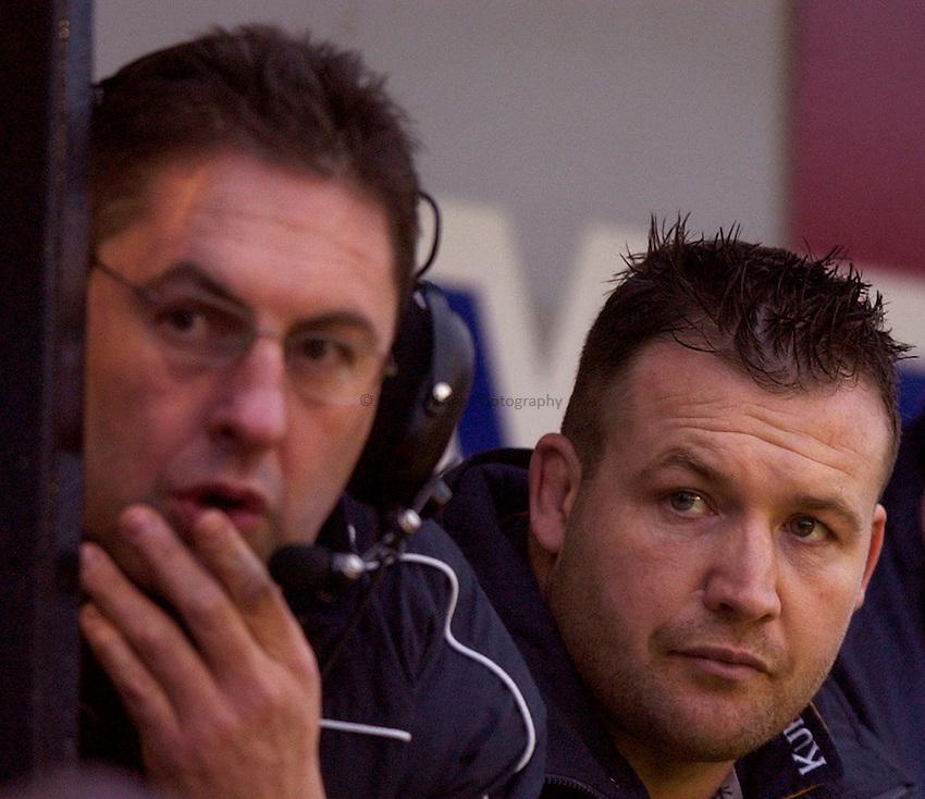Photo: Richard Lane..NEC Harlequins v Leeds Tykes. Zurich Premiership. 29/11/2003. .Mark Regan (rt) watches from the bench.