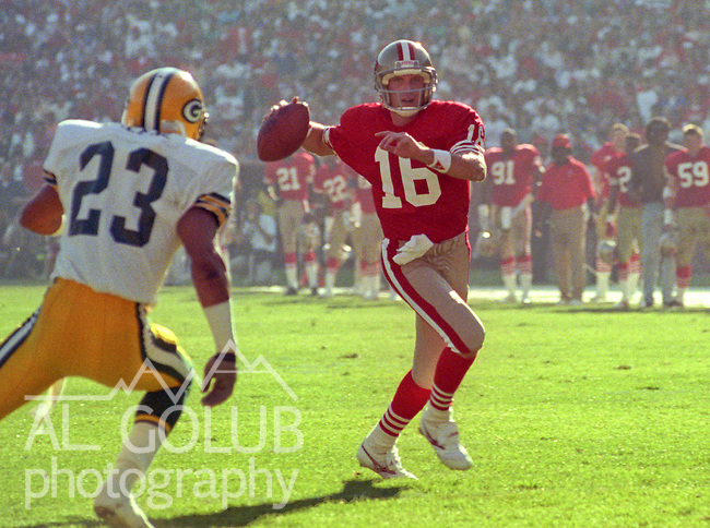 San Francisco 49ers vs Green Bay Packers at Candlestick Park Sunday, November 19, 1989..Packers beat 49ers 21-17.49er quarterback Joe Montana (16) ..