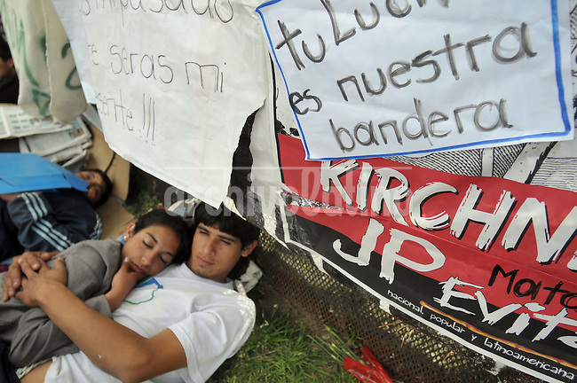 Young people that spent the night waiting to mourn Argentina former President Nestor Kirchner  sleeps in the ground outside  Presidential Palace in Buenos Aires , Thursday, October 28, 2010. The leader of the oficialism and husband of President Cristina Fernandez died suddlenly October 27 of a hearth attack .