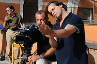 Lavoratori dello spettacolo durante la riprese di Casa Coop.Workers in the entertainment during the filming of House Coop.Francesco Falaschi.Regista.Director.Roberto Orazi.Aiuto regia.Assistant director..CASA COOP è una sit-com, prodotta dalla Coop, sulla vita quotidiana di persone di varia umanità, ambientata in un condominio. Gli episodi saranno diffusi via internet.HOUSE COOP is a sit-com produced by the Coop, about daily life of people with different  humanity , that live in a condominium. Episodes will be disseminated by Internet. ...