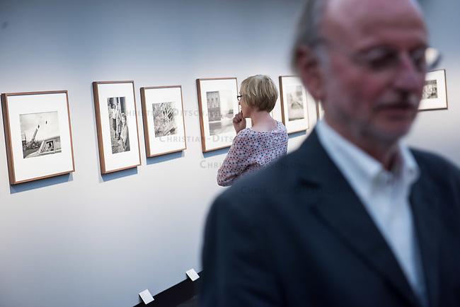 Ausstellung &quot;Landsleute 1977-1987 - Two Germanys&quot; in der Galerie C/O Berlin.<br /> Vom 22. August bis 1. November 2015 zeigt die Berliner Galerie C/O Berlin Fotos des Fotografen Rudi Meisel zum Deutschland in der DDR und BRD von 1977 bis 1987.<br /> Als einer der wenigen westdeutschen Fotografen bereiste Rudi Meisl mehrmals im Jahr die DDR und dokumentierte dort fuer Magazine und Zeitungen in Fotoreportagen den Alltag.<br /> 21.8.2015, Berlin<br /> Copyright: Christian-Ditsch.de<br /> [Inhaltsveraendernde Manipulation des Fotos nur nach ausdruecklicher Genehmigung des Fotografen. Vereinbarungen ueber Abtretung von Persoenlichkeitsrechten/Model Release der abgebildeten Person/Personen liegen nicht vor. NO MODEL RELEASE! Nur fuer Redaktionelle Zwecke. Don't publish without copyright Christian-Ditsch.de, Veroeffentlichung nur mit Fotografennennung, sowie gegen Honorar, MwSt. und Beleg. Konto: I N G - D i B a, IBAN DE58500105175400192269, BIC INGDDEFFXXX, Kontakt: post@christian-ditsch.de<br /> Bei der Bearbeitung der Dateiinformationen darf die Urheberkennzeichnung in den EXIF- und  IPTC-Daten nicht entfernt werden, diese sind in digitalen Medien nach &sect;95c UrhG rechtlich geschuetzt. Der Urhebervermerk wird gemaess &sect;13 UrhG verlangt.]