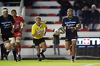 Jonathan Joseph of Bath Rugby runs in a try in the second half. European Rugby Champions Cup match, between RC Toulon and Bath Rugby on December 9, 2017 at the Stade Mayol in Toulon, France. Photo by: Patrick Khachfe / Onside Images