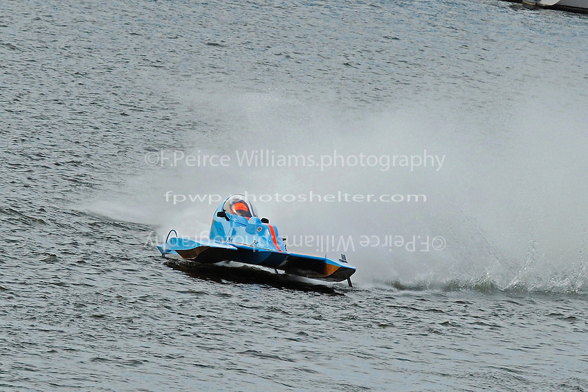"Tony Kreitzer, S-67 ""Impossible Dream"" starts to lose his skid fin in turn one. (2.5 Litre Stock hydroplane(s)"