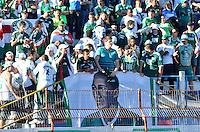 GUARATINGUETÁ, SP, 27 DE JULHO DE 2013 - CAMPEONATO BRASILEIRO SERIE B - GUARATINGUETÁ x PALMEIRAS: Torcida Homenageia Djalma Santos durante partida Guaratinguetá x Palmeiras, valida pela 10ª rodada do Campeonato Brasileiro Serie B 2013, disputada no estádio Dario Rodrigues Leite em Guaratinguetá. FOTO: LEVI BIANCO - BRAZIL PHOTO PRESS.