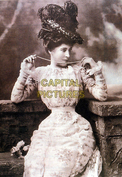 LILLY LANGTRY.Ref: 036.lillie, hour glass figure, victorian, tiny waist, half length, half-length.www.capitalpictures.com.sales@capitalpictures.com.Supplied by Capital Pictures