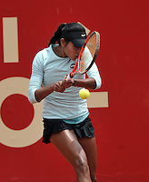 BOGOTA - COLOMBIA - 11-04-2016: Yuliana Lizarazo de Colombia, devuelve la bola a Sachia Veckery de Estados Unidos, durante partido por el Claro Colsanitas WTA, que se realiza en el Club El Rancho de Bogota. / Yuliana Lizarazo from Colombia returns the ball to Sachia Veckery from United States, during a match for the WTA Open Claro Colsanitas, which takes place at Club El Rancho de Bogota. Photo: VizzorImage / Luis Ramirez / Staff