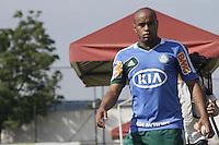 ATENCAO EDITOR: FOTO EMBARGADA PARA VEICULOS INTERNACIONAIS - SAO PAULO, SP, 23 DE NOVEMBRO 2012 - TREINO DO PALMEIRAS - Thiago heleno do palmeiras durante treino na Academia de Futebol, na Barra Funda, na tarde dessa sexta-feira, 23.   - FOTO LOLA OLIVEIRA - BRAZIL PHOTO PRESS