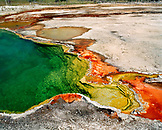 USA, Wyoming, Abyss Pool at West Thumb Geyser Basin, Yellowstone National Park