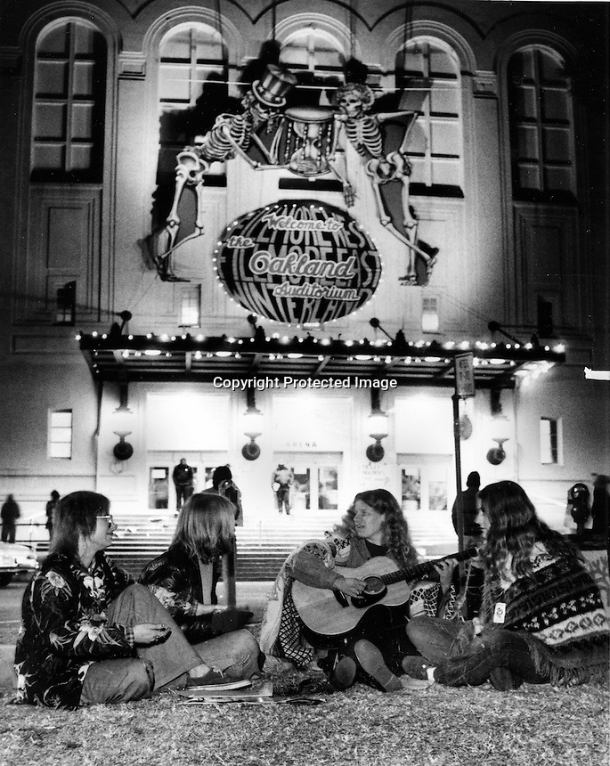 Grateful Dead concert at the Oakland Civic Auditorium in Oakland, California (1980 photo/Ron Riesterer)
