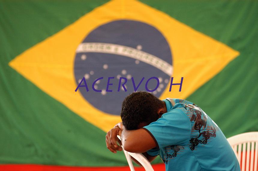 10 anos do massacre de Eldorado de Carajás.<br /> <br />  manifestantes do MST  começam a se concentrar na curva do S, local do massacre de 19 trabalhadores, assassinados durante manifestações por terra  em 1996 pela PM do estado, <br /> Eldorado de Carajás, Pará, Brasil.<br /> 16/04/2006.<br /> Foto Paulo Santos/Acervo H
