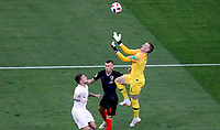 MOSCU - RUSIA, 11-07-2018: Jordan PICKFORD (GK) arquero de Inglaterra en acción durante partido de Semifinales entre Croacia y Inglaterra por la Copa Mundial de la FIFA Rusia 2018 jugado en el estadio Luzhnikí en Moscú, Rusia. / Jordan PICKFORD (GK), goalkeeper of England, in action during the match between Croatia and England of Semi-finals for the FIFA World Cup Russia 2018 played at Luzhniki Stadium in Moscow, Russia. Photo: VizzorImage / Julian Medina / Cont