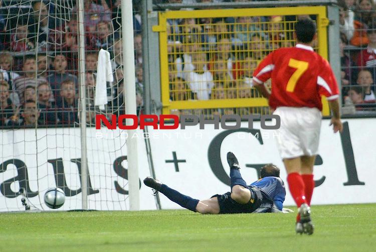 Fussball Laenderspiel EM-Vorbereitung<br /> <br /> Deutschland vs. Malta <br /> 1:0 durch Ballack<br /> <br /> Foto &copy; nordphoto/Guenter Schroeder  *** Local Caption *** Foto ist honorarpflichtig! zzgl. gesetzl. MwSt<br /> Belegexemplar erforderlich<br /> Adresse: nordphoto<br /> Georg-Reinke-Strasse 1<br /> 49377 Vechta