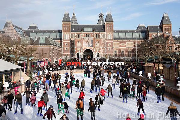 Nederland - Amsterdam - december 2017.   Schaatsen op het Museumplein.  Foto Berlinda van Dam / Hollandse Hoogte