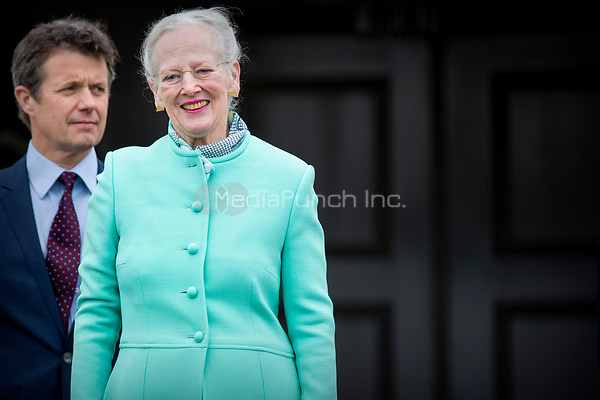 Queen Margrethe and Crown prince Frederik of Denmark attend the 77th birthday celebrations of Queen Margrethe at Marselisborg palace in Aarhus, Denmark, 16 April 2017. Photo: Patrick van Katwijk Foto: Patrick van Katwijk/Dutch Photo Press/dpa /MediaPunch ***FOR USA ONLY***