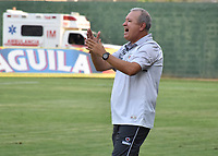 MONTERIA - COLOMBIA, 30-03-2019: Oscar Upegui técnico de Jaguares gesticula durante el partido por la fecha 12 de la Liga Águila I 2019 entre Jaguares de Córdoba F.C. y Atlético Junior jugado en el estadio Jaraguay de la ciudad de Montería. / Oscar Upegui coach of Jaguares gestures during match for the date 12 as part Aguila League I 2019 between Jaguares de Cordoba F.C. and Atletico Junior played at Jaraguay stadium in Monteria city. Photo: VizzorImage / Andres Felipe Lopez / Cont