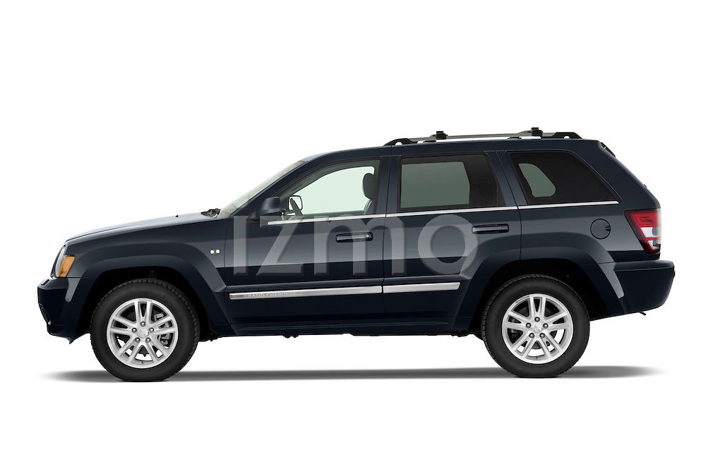Driver side profile view of a 2009 Jeep Grand Cherokee 5 Door.