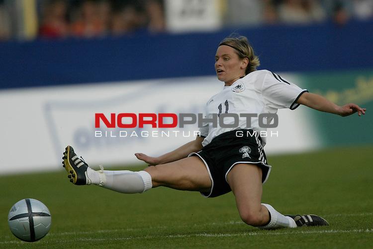 EM Qualifikation 2005 - Frauen Nationalmannschaft<br /> <br /> Deutschland vs. Ukraine 6:0<br /> <br /> Martina Mueller (SC 07 Bad Neuenahr) von der Deutschen Frauen Nationalmannschaft.<br /> <br /> Foto &copy; nordphoto - Ruediger Lampe<br /> <br /> <br /> <br /> <br /> <br /> <br /> <br />  *** Local Caption *** Foto ist honorarpflichtig! zzgl. gesetzl. MwSt.<br /> <br />  Belegexemplar erforderlich<br /> <br /> Adresse: nordphoto<br /> <br /> Georg-Reinke-Strasse 1<br /> <br /> 49377 Vechta