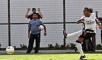 SAO PAULO, SP, 29 DE JANEIRO 2012 - CAMP. PAULISTA - CORINTHIANS X LINENSE - Liedson jogador  do Corinthians durante lance de partida contra do Linense, válida pela 3ª rodada do Campeonato Paulista, no Estádio Paulo Machado de Carvalho (Pacaembu), em São Paulo, neste domingo (29). (FOTO: VANESSA CARVALHO - NEWS FREE).
