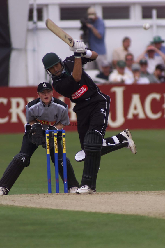 Picture : Ian Smith.20/06/2002.Worcestershire v Warwickshire. Norwich Union League One. .Vikram Solanki powers the ball to the boundary on the way to his century