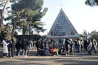 Roma, 2 Febbraio 2016.<br /> Via Prenestina 1391, prosegue la resistenza allo sgombero.<br /> Centinaia di persone in presidio per difendere l'occupazione di 2 palazzine di propriet&agrave; della dei frati Monfortani occupate lo scorso 8 Dicembre.