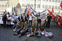 Roma 28 Luglio 2010.Piazza Monte Citorio.Lavoratori dell'Alcoa Sardegna e Sindaci manifestano di fronte al Parlamento ...Workers Alcoa Sardinia and mayors protest before Parliament...