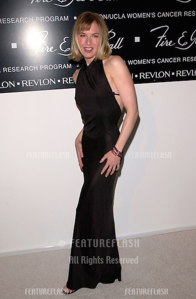 Actress RENEE ZELLWEGER at the 10th Annual Fire & Ice Ball in Beverly Hills. The event raised money for the Revlon/UCLA Women's Cancer Research Fund..11DEC2000.  © Paul Smith / Featureflash