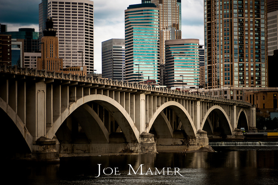 Minneapolis skyline and Third Avenue bridge over the Mississippi River...Located on the banks of the Mississippi River, the Twin Cities are the sixteenth-largest metropolitan area in the United States.