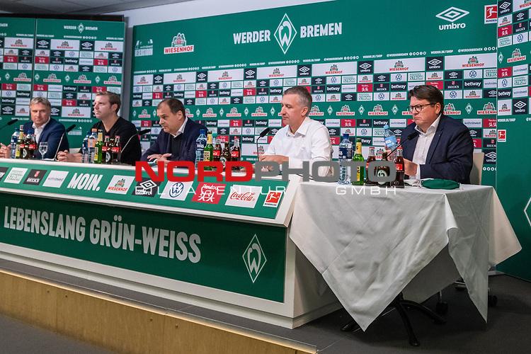 10.07.2020, PK-Raum in der Ostkurve des wohninvest Weserstadions , Bremen, GER, Pressekonferenz der Geschäftsführung Werder Bremen<br /> Zum Abschluss der Saison 2019/2020 lud der SV Werder Bremen  zur PK ein - Thema: Ergebnisse der Gespräche zur Aufarbeitung der zurückliegenden Bundesligasaison<br /> <br /> im Bild / picture shows <br /> <br /> v.li <br /> Marco Bode (Aufsichtsratsvorsitzender SV Werder Bremen)<br /> <br /> Florian Kohfeldt (Trainer SV Werder Bremen)<br /> Klaus Filbry (Vorsitzender der Geschäftsführung / Kaufmännischer Geschäftsführer SV Werder Bremen)<br /> Frank Baumann (Geschäftsführer Fußball Werder Bremen)<br /> Dr. Hubertus Hess-Grunewald (Geschäftsführer Organisation & Sport SV Werder Bremen)<br /> <br /> <br /> <br /> Foto © nordphoto / Kokenge