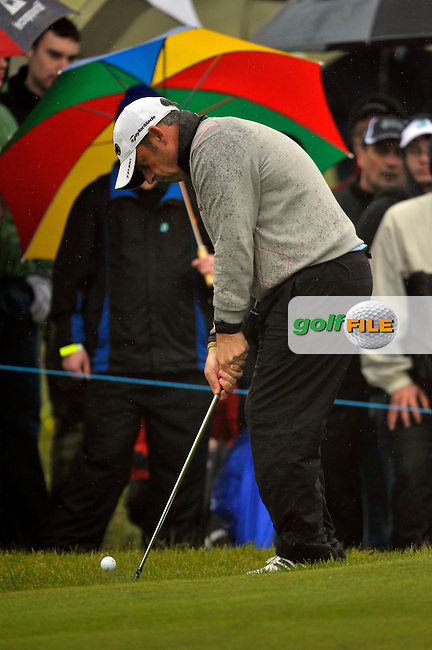 Paul McGinley chips onto the 15th green during Round1 of the 3 Irish Open on 16th May 2009 (Photo by Eoin Clarke/GOLFFILE)