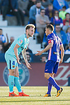 Ivan Rakitic of FC Barcelona confronts with Alexander Szymanowski of CD Leganes during the La Liga 2017-18 match between CD Leganes vs FC Barcelona at Estadio Municipal Butarque on November 18 2017 in Leganes, Spain. Photo by Diego Gonzalez / Power Sport Images