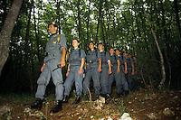 Donne Forestali. Corso di addestramento con il loro istruttore. Forestry women. Training corse with their instructor....