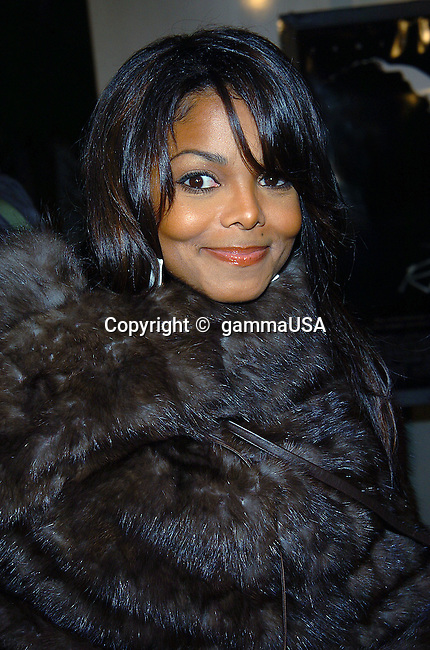 Janet Jackson arriving at the Ray Premiere at the Arclight Theatre in Los Angeles. October 19, 2004.