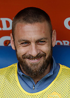 Calcio, Serie A: Lazio vs Roma. Roma, stadio Olimpico, 3 aprile 2016.<br /> Roma's Daniele De Rossi smiles prior to the start of the Italian Serie A football match between Lazio and Roma at Rome's Olympic stadium, 3 April 2016.<br /> UPDATE IMAGES PRESS/Isabella Bonotto