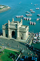 "Asien Indien IND Megacity Mumbai Bombay .Segelyachten , Boote und Tor Gateway of India an der Bucht Apollo Bunder von Bombay Torbogen am Hafen wurde 1911 zum Besuch des britschen K?nigs George V erbaut , Blick vom Hotel taj mahal - Architektur Baustil Metropolen Megacities Stadt Gro§stadt Megast?dte Tourismus Reise Kolonialreich Kolonie britische Kronkolonie Kolonialmacht Kolonialherrschaft Geschichte Historisches Bauwerk Sehensw?rdigkeit indische xagndaz | .Asia India Mumbai .boats and Gateway of India in Bombay - city building sights architecture tourism travel british empire colony history .| [copyright  (c) agenda / Joerg Boethling , Veroeffentlichung nur gegen Honorar und Belegexemplar an / royalties to: agenda  Rothestr. 66  D-22765 Hamburg  ph. ++49 40 391 907 14  e-mail: boethling@agenda-fototext.de  www.agenda-fototext.de  Bank: Hamburger Sparkasse BLZ 200 505 50 kto. 1281 120 178  IBAN: DE96 2005 0550 1281 1201 78 BIC: ""HASPDEHH"" ,  WEITERE MOTIVE ZU DIESEM THEMA SIND VORHANDEN!! MORE PICTURES ON THIS SUBJECT AVAILABLE!! INDIA PHOTO ARCHIVE: http://www.visualindia.net ] [#0,26,121#]"